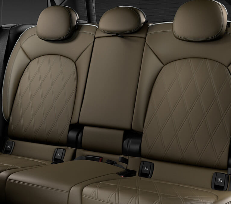 VARIABLE REAR SEATS.